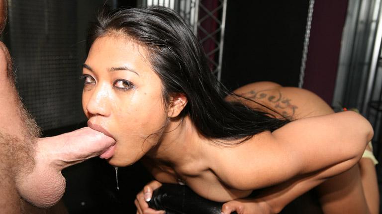 Lyla Lei fottuta hard in bocca
