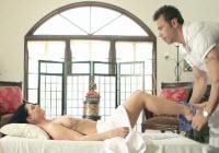 Massaggio erotico e scopata con una sexy milf