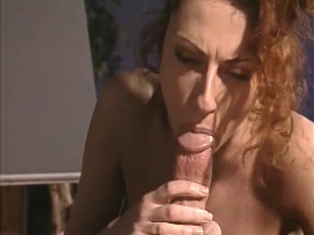 Milf sexy penetrata in figa e sborrata in bocca
