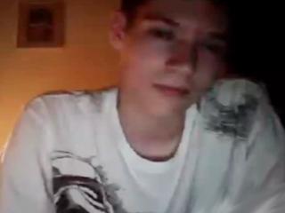 Giovane gay si masturba in webcam